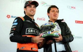 checo-recibe-casco-f1-mexico-346x220.jpg