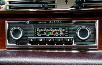 Radio-FM-Becker-Europa-intérieur-Mercedes-280-SE-voiture-collection-Paris-Balade-visite-insolite-capitale-city-tour-photo-by-United-States-of-Paris-blog-e1463482938339-346x220.jpg