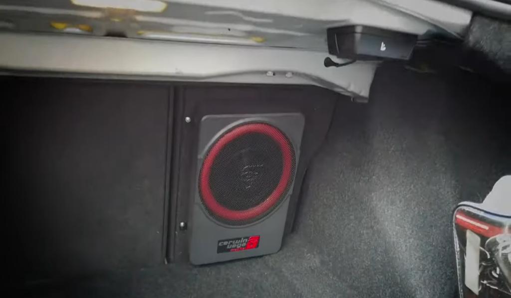 Instalación del subwoofer  amplificado Cerwin Vega VPAS10 en cajuela BMW Serie 2 2018