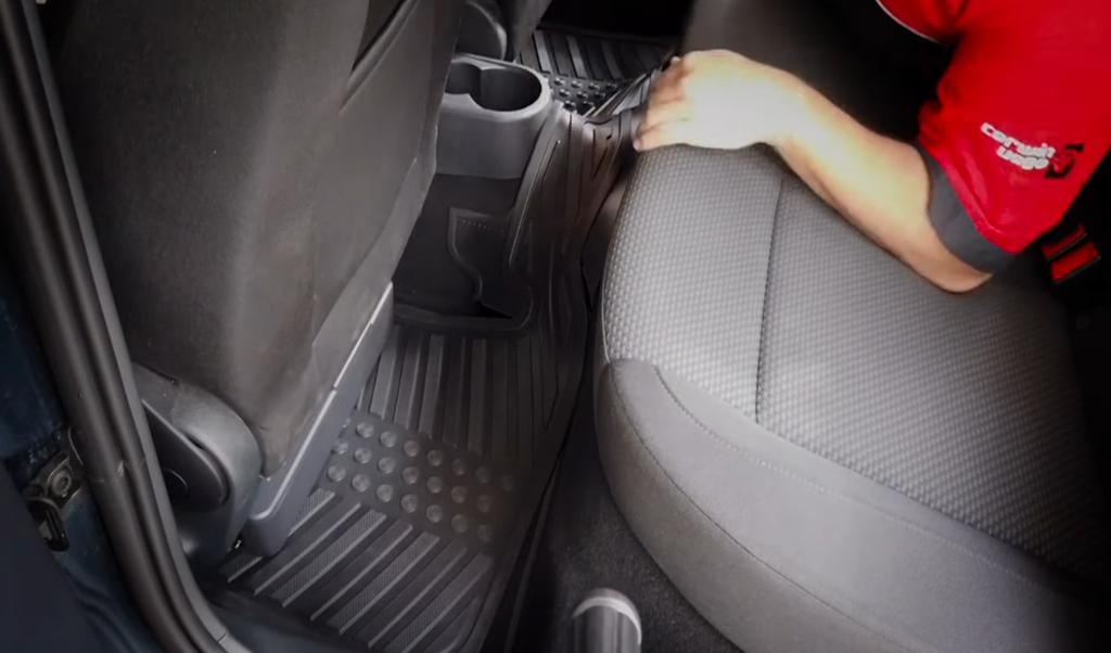 Subwoofer amplificado Cerwin Vega VPAS10 debajo del asiento Seat Toledo 2016