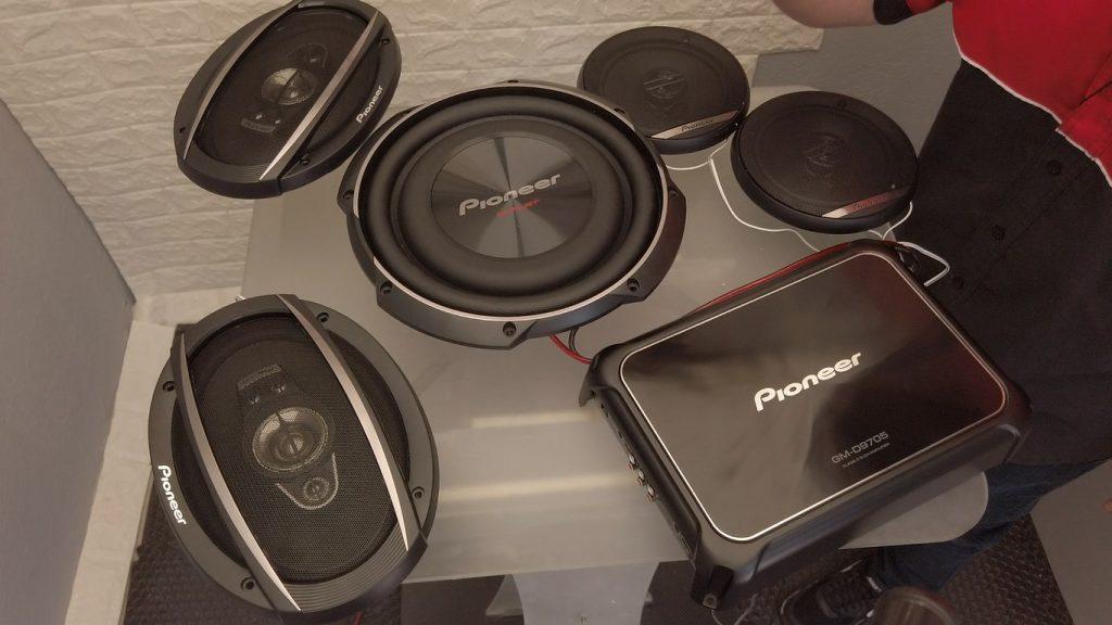 configuración a 5 canales del PIONEER GM – D9705