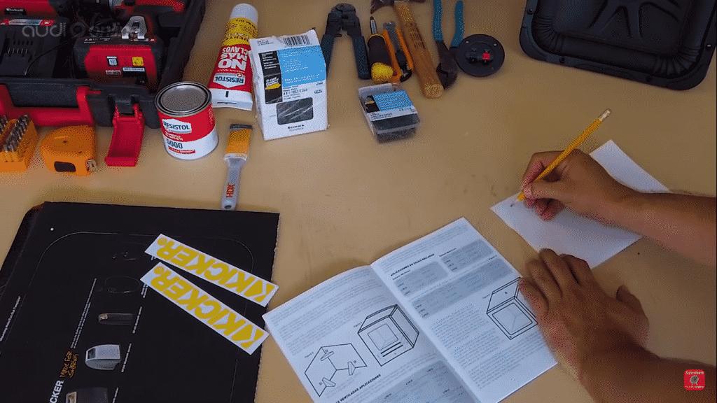 materiales a utilizar para fabricar el subwoofer cuadrado Kicker 45L7R104