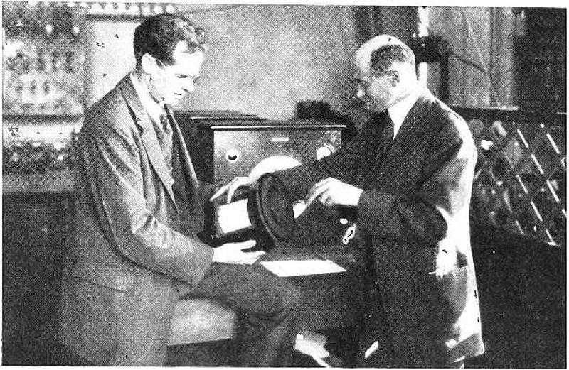 Edward W. Kellogg y Chester W. Rice con el altavoz de cono - historia de las bocinas de coche