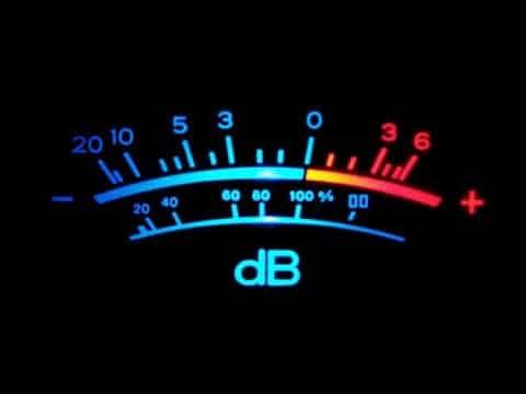 qué son los decibeles en car audio