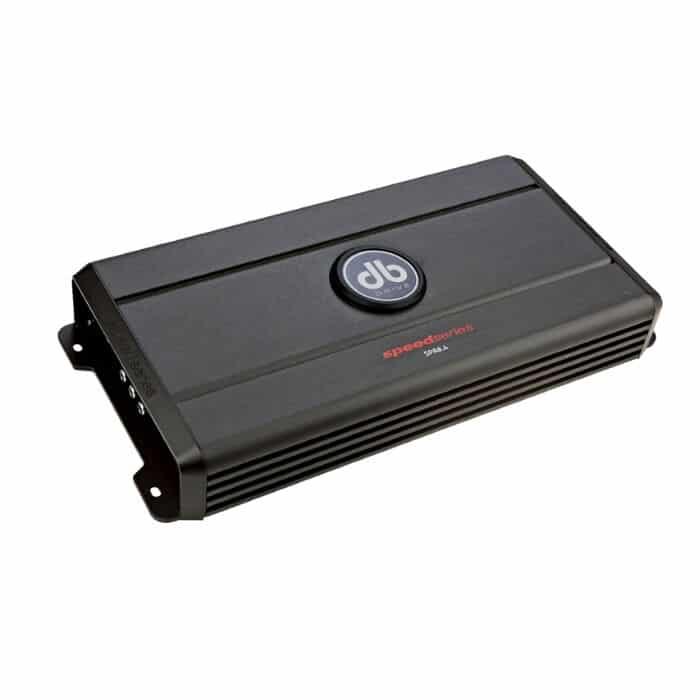 Amplificador SPA8.4 DB Drive que ofrece hasta 360 watts RMS